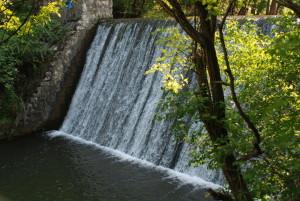 Vodopad na brani Kučajnskog jezera